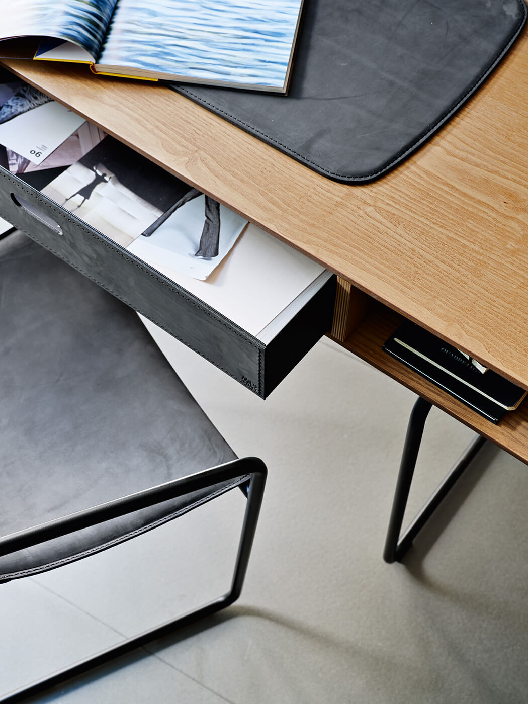 midj-apelle-desk-3