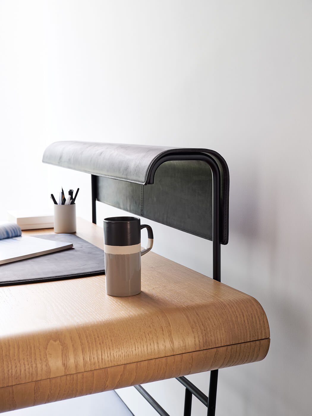 midj-apelle-desk-4